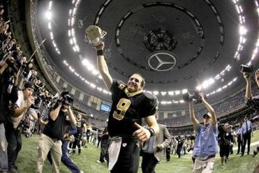 New Orleans Saints quarterback Drew Brees celebrated after his team defeated the Falcons on Monday. Brees passed for 307 yards while breaking the single season passing record at 5,087 yards.